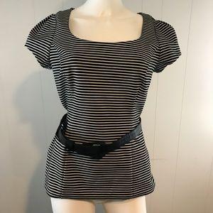 White House Black Market Women's Size 6 Shirt